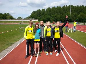 Tjerk, Caia, trainer Nico, Vivian en Denise bij Trackmeeting Utrecht
