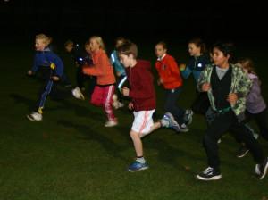 Impressie avond veldloop foto Atletiekbaan Zwanenkamp 2014